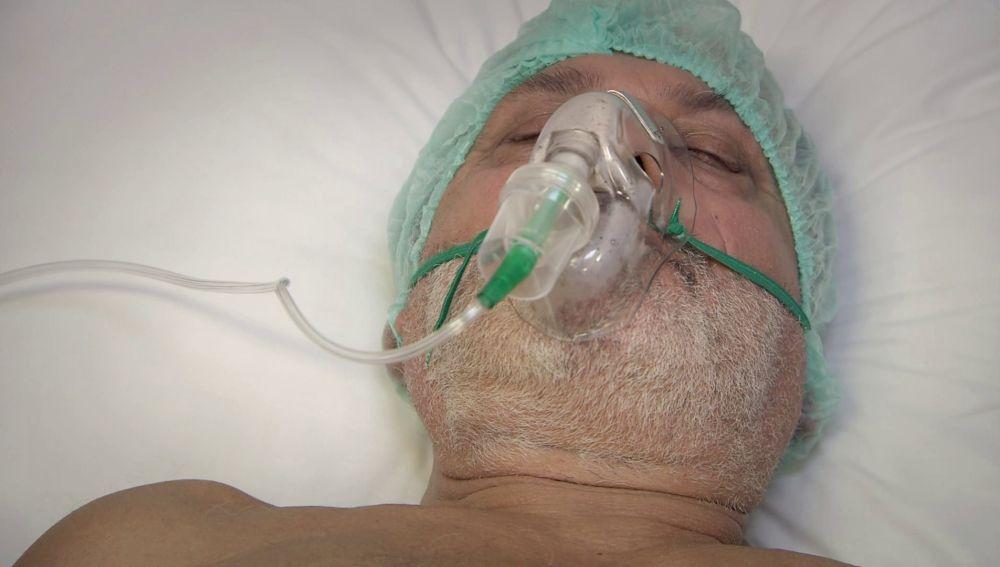 El padre de Feriha, Riza, sufre un infarto