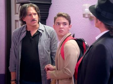 Audifaz trata de echar a Pancho y a su familia del edificio
