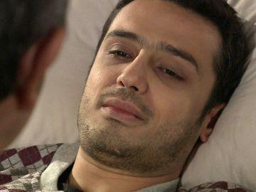 Besir, en su lecho de muerte, se despide de Adnan