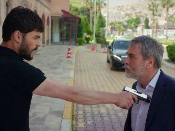 """Miran se enfrenta a Hazar: """"Nadie puede quitarme a Reyyan"""""""