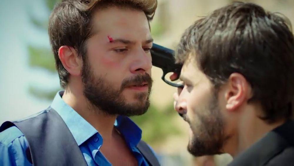 Miran y Azat se enzarzan en una brutal pelea