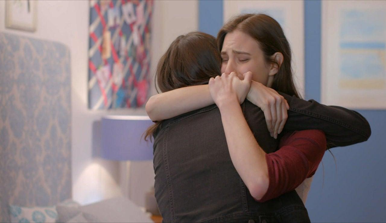 El abrazo entre Valentina y Juliana