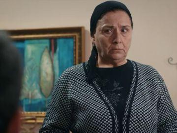 ¿Qué planean la madre de Tahir y Vedad?