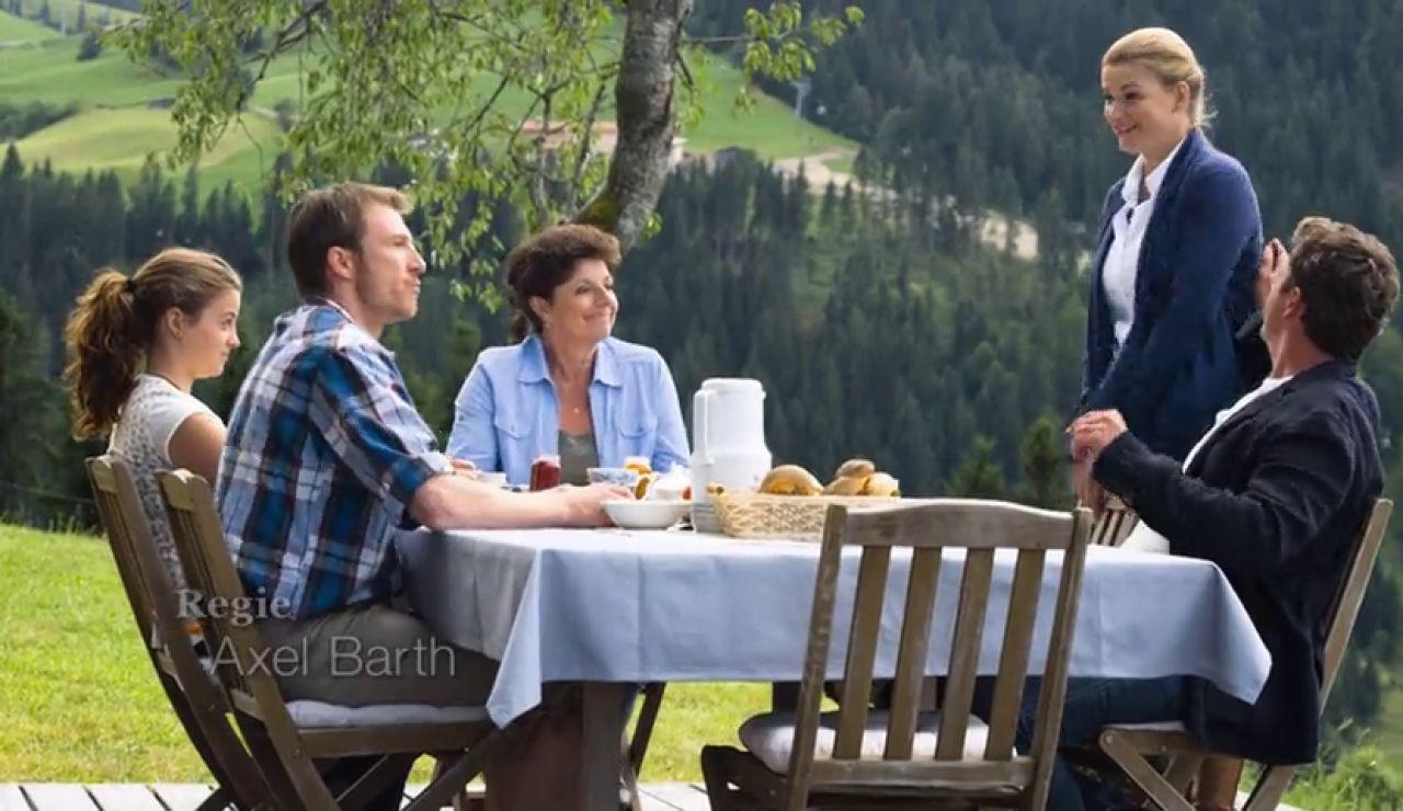 Hans descubre que Anne vivirá en la granja con Martin