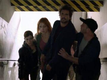 Felix y Helena son secuestrados por una banda terrorista