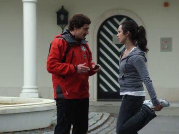 Tobias le confiesa a Sarah que él puso los 200.000 euros entre las cosas de Stefan