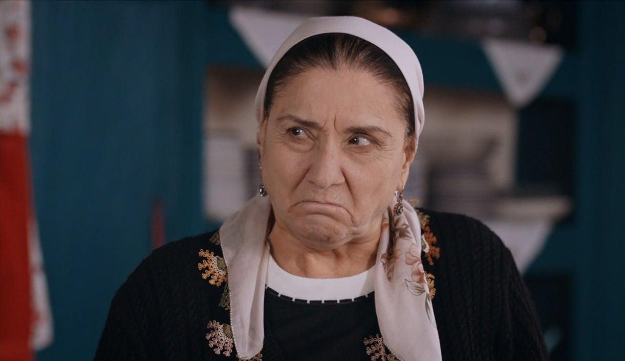 Saniyé, madre de Tahir