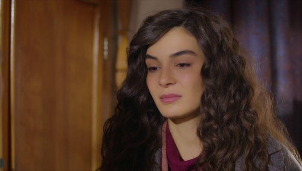 Reyyan sigue lamentándose por haber confiado en su padre y no en Miran