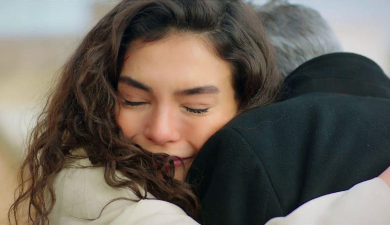 """El reencuentro más emotivo entre Reyyan y Hazar: """"No tengo otro padre más que tú"""""""
