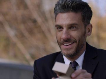 Armando promete dejar el coqueteo y comprometerse con Marcela