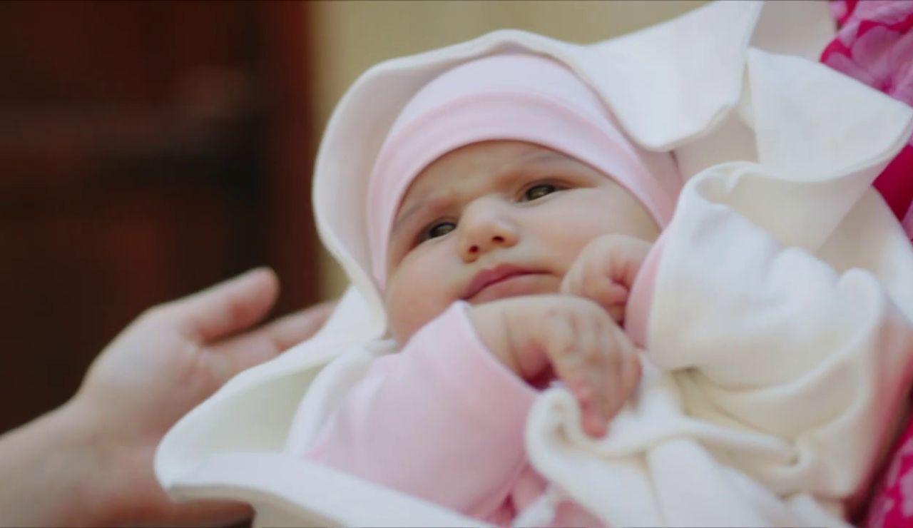 Handan y su bebé sobreviven tras un angustioso parto