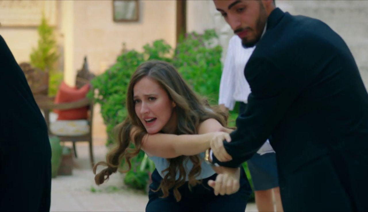 Azize expulsa a Gonül y Sultán de la mansión Aslanbey