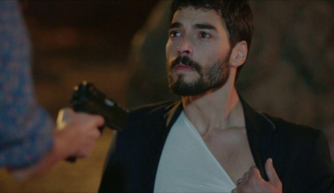 """Miran ruega el perdón de Reyyan: """"Disparé a Azat para protegerle"""""""