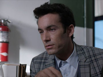 Ricardo interroga a Betty