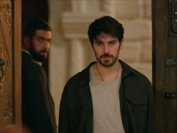Miran encuentra a Aslan y detener a Azize