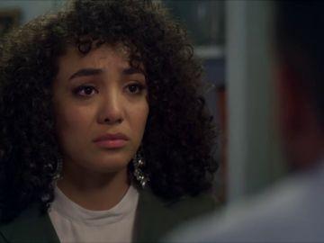 Armando, desesperado, suplica a Betty que vuelva con él