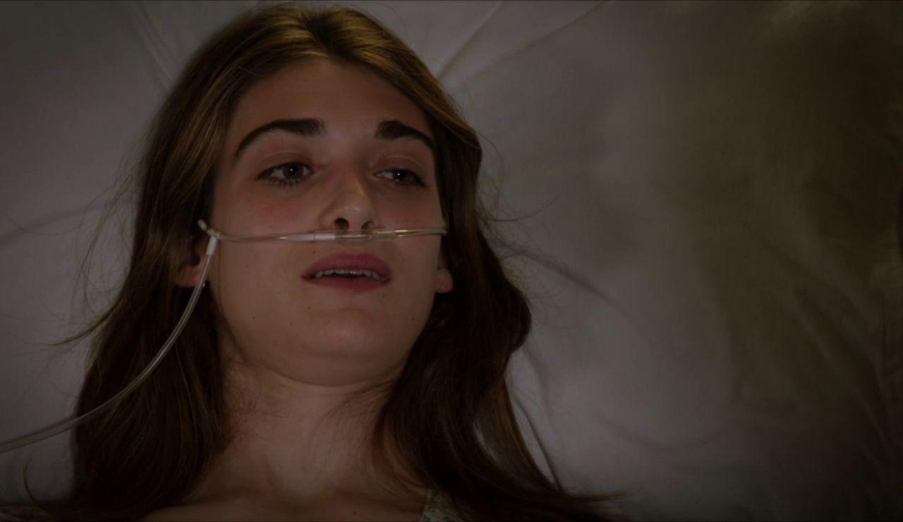 Francesco vuelve a visitar a Emma y la despierta del coma