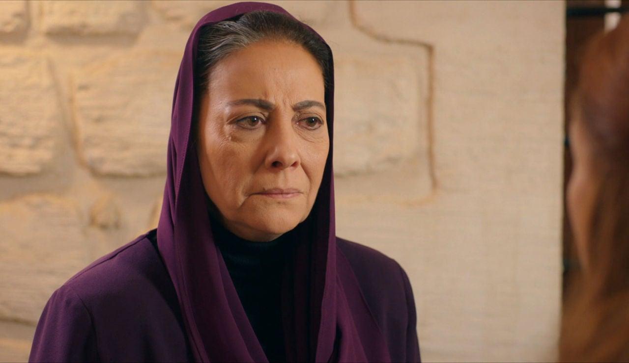 Azize, sorprendida con Sultan