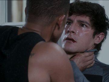 Agustín y Juan se pelean por Lola