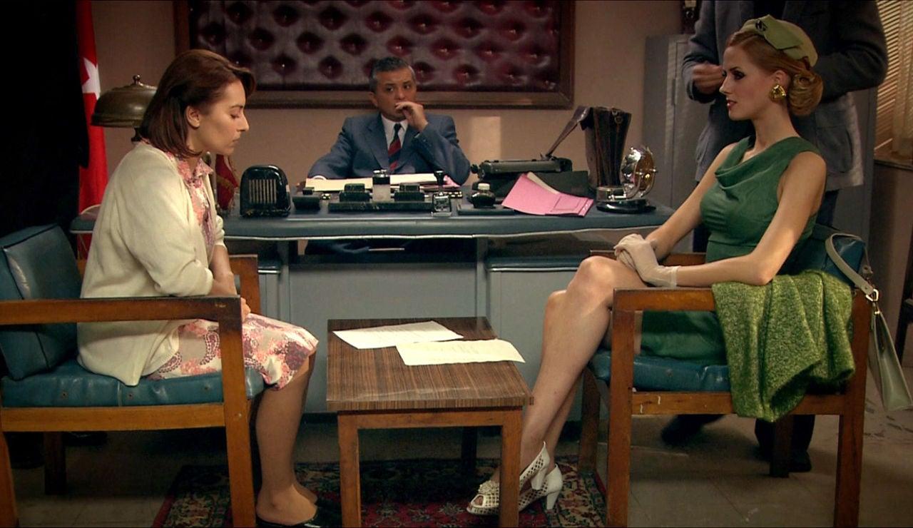 Cemile y Caroline en el juzgado