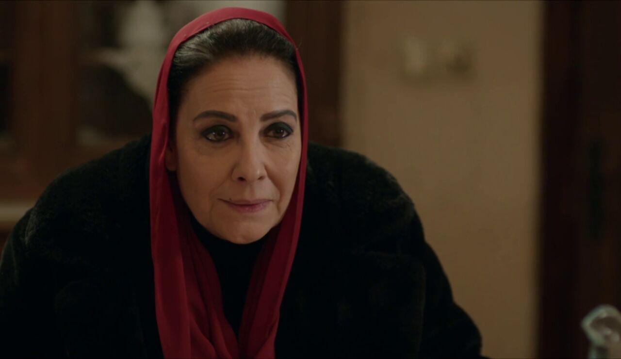 "Azize contraataca: ""Se lo contaré todo a tu hija, Füsun"""
