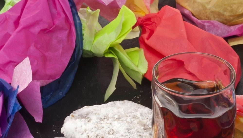 Polvorones de cacahuete con vino dulce
