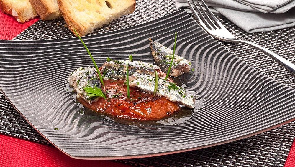 Papillote de Sardinas con pan y tomate