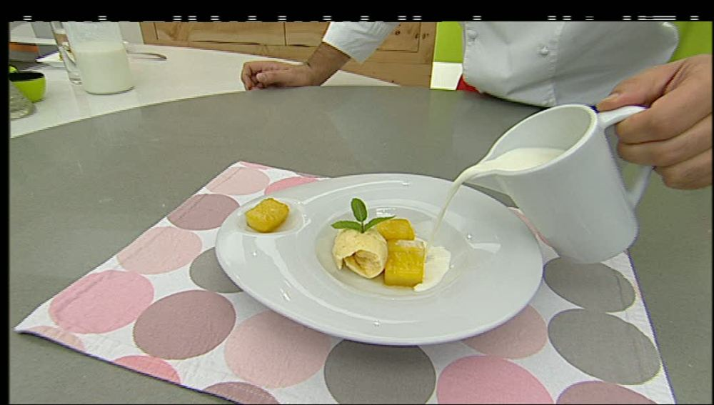 Sopa de Coco con Piña asada y helado