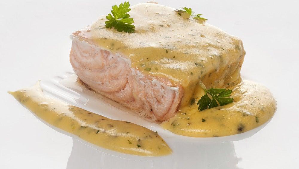 Salmón con salsa Bearnesa
