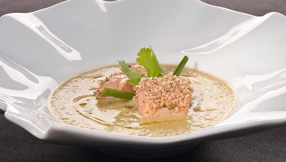 Crema de calabacín con taquitos de salmón