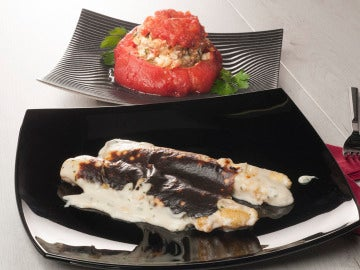 Espárragos gratinados y tomate relleno