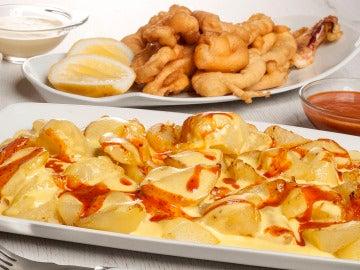 Patatas bravas y calamares fritos