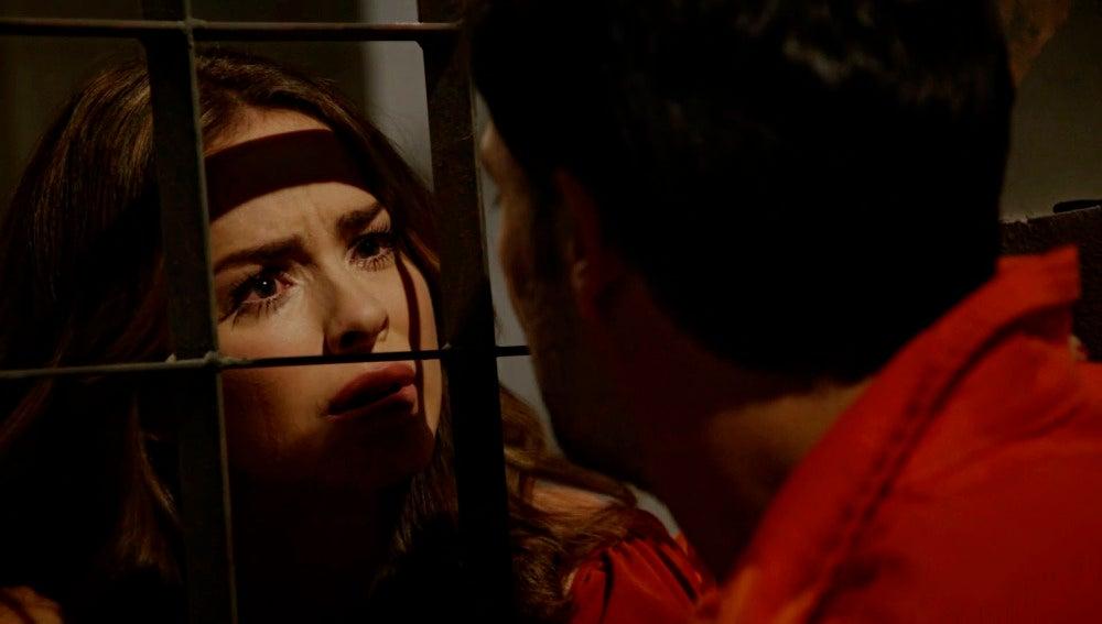 Diana visita a Alejandro en la cárcel