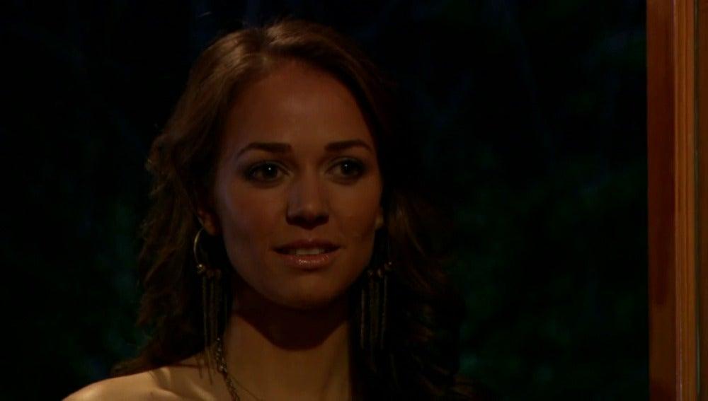 Frame 55.467287 de: Carmina interrumpe un momentazo romántico entre Aldo y Leticia