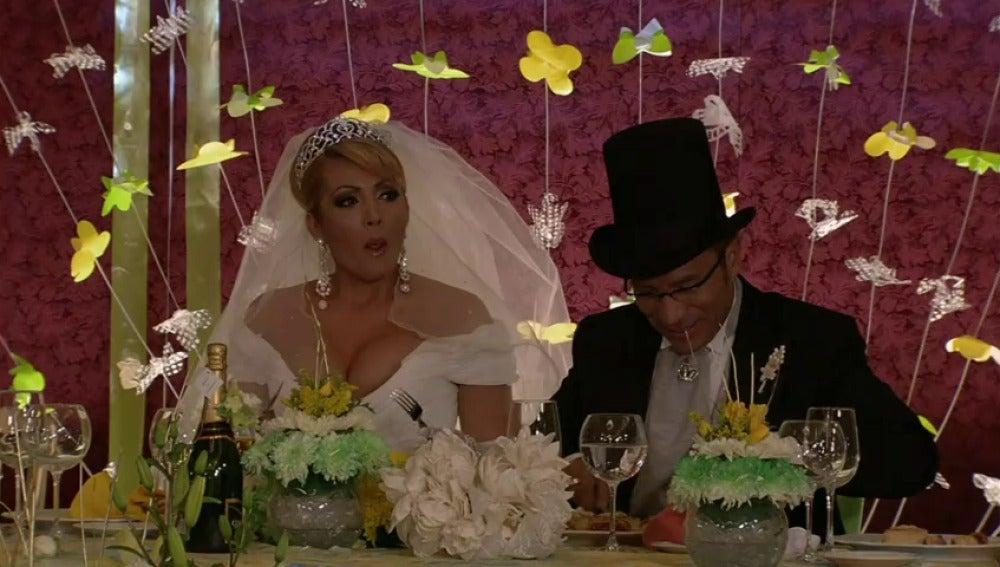 Frame 0.0 de: En la boda de Alicia, Leticia se hace con el ramo de novia