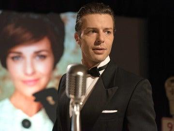 Mateo invita a Clara a pasar una noche inolvidable