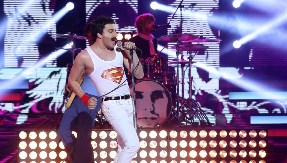 Blas Cantó interpreta un perfecto 'Somebody to love' en la piel del vocalista de Queen