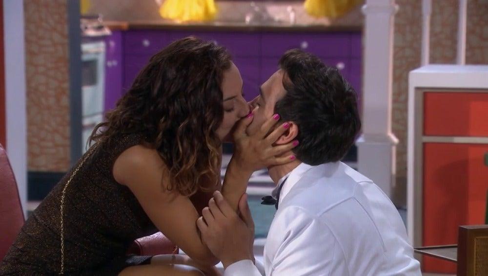 Frame 175.049513 de: Poncho le pide matrimonio a Stella