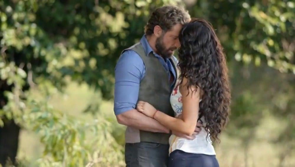 Frame 56.872976 de: Luciana y David no aguantan separados