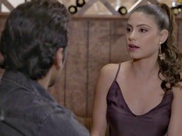 Frame 7.215338 de:  Erika está preocupada y celosa de Miguel