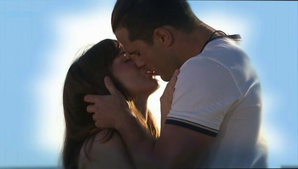 """Frame 30.282169 de: """"Eres tú Mau mi verdadero amor"""""""