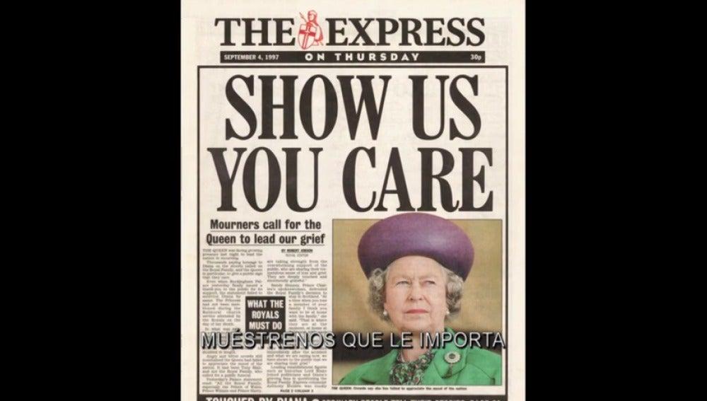 Los ciudadanos arremeten contra los fotógrafos y critican la actitud de la Reina