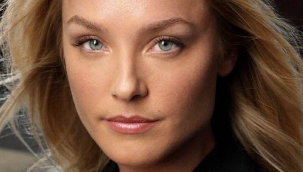 Elisabeth Röhm es Amanda Taylor