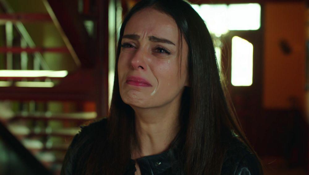Nilüfer descubre que Fatih le fue infiel con Bahar