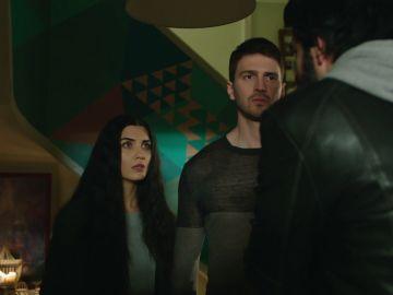 Ömar descubre a Levent con Elif