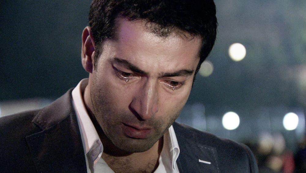 La reacción de Ömer al ver que su hermano ha muerto
