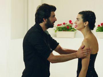 Elif no puede seguir con Ömar y lo abandona