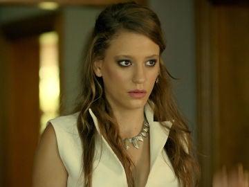 Serenay Sarikaya es la actriz que interpreta a Mira