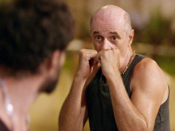 Leleco pega una paliza al ex de Tesalia por maltratarla públicamente