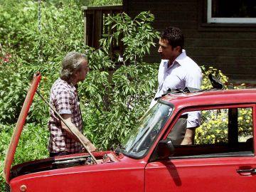 Ni el padre de Ömer ni Ali apoyan que esté con Eysan